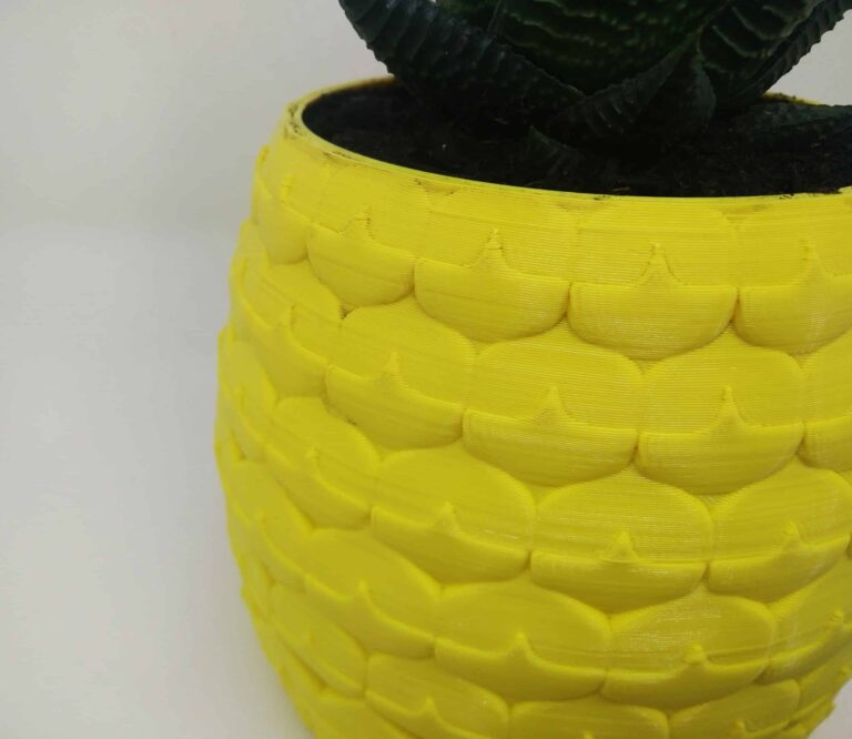 Zoom on the detail of the Pineapple planter